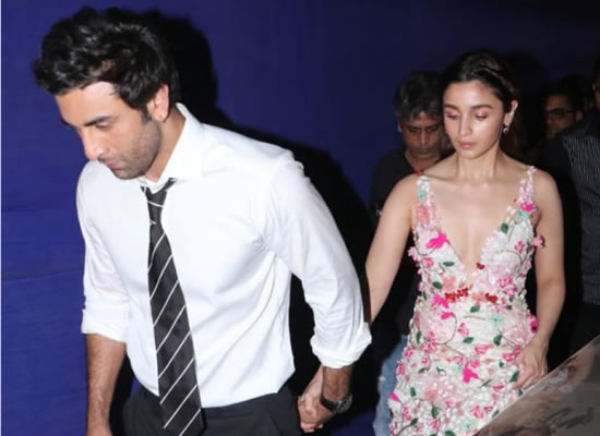 Ranbir and Alia exit an award function hand in hand!