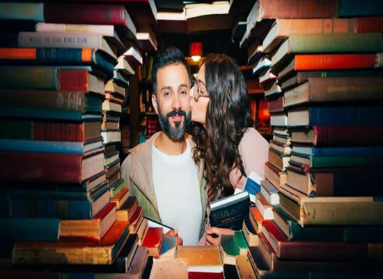 Sonam Kapoor's library romance with Anand Ahuja!