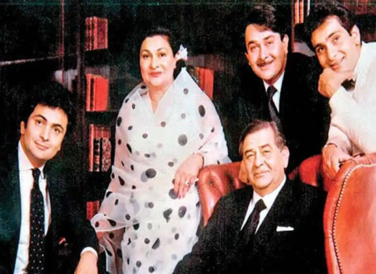 KAPOOR KHANDAAN'S BIG LOSS!