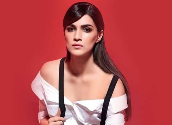 People are looking beyond all the glamour, which is good, says Kriti Sanon on Bareilly Ki Barfi!