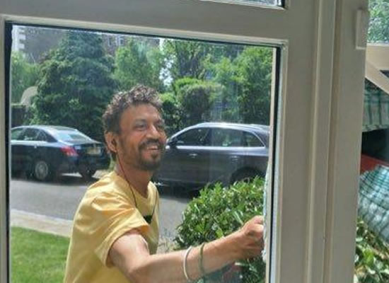 Irrfan Khan's first smiling appearance after his rare disease!