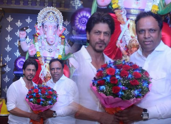 Shah Rukh Khan to visit VPSG Mandal for Ganpati Darshan!