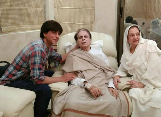 SRK visits Dilip Kumar at his house!