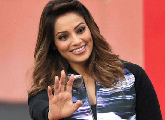 I'm not pregnant, says Bipasha Basu!