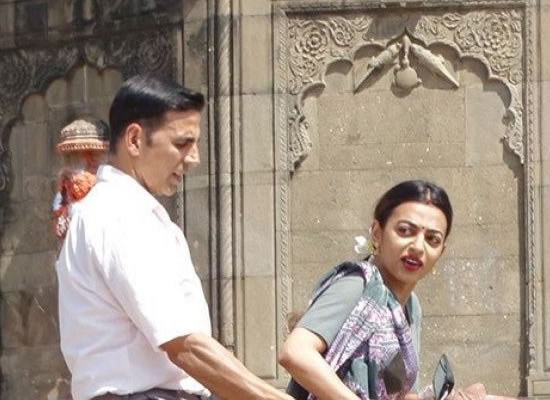 Akshay Kumar and Radhika Apte start Padman shoot in Maheshwar!