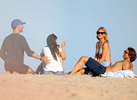 Chris Martin and Dakota Johnson to enjoy a beach date with former's ex-wife Gwyneth Paltrow!