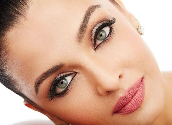 If you apply makeup that doesn't mean you don't have brains, says Aishwarya Rai Bachchan!