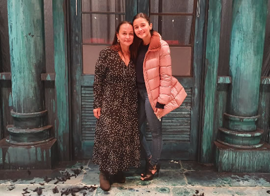 Alia Bhatt to congratulate mother Soni Razdan for her play 'When The Crows Visit'!
