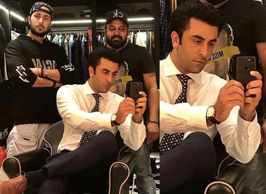 Ranbir Kapoor's mirror selfie from the sets!