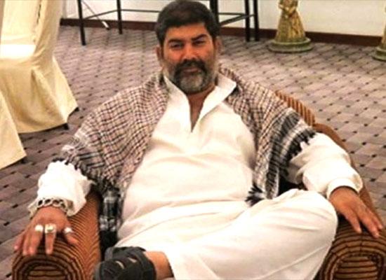 Celebs mourn the death of action director Parvez Khan!