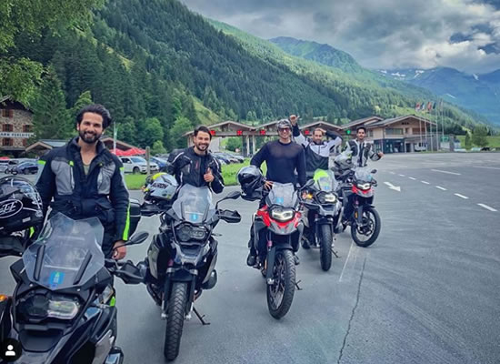 Shahid Kapoor, Kunal Kemmu and Ishaan Khatter strike a cool pose in Switzerland!