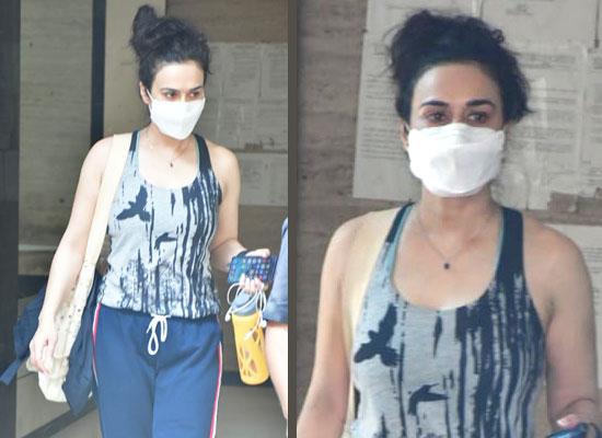 Preity Zinta's stylish avatar in her black and grey athleisure!