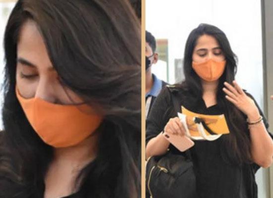 Anushka Shetty's latest no makeup airport look!