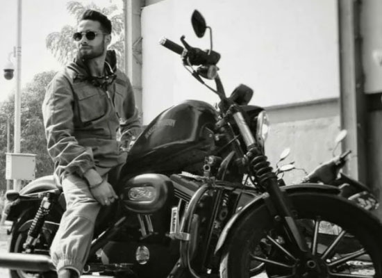 Siddhant Chaturvedi's superbike ride for fans!