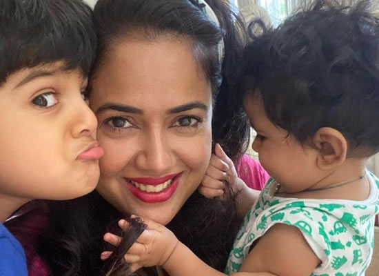 SAMEERA REDDY SHARES EXPERIENCE OF BEING NEW MOTHER!