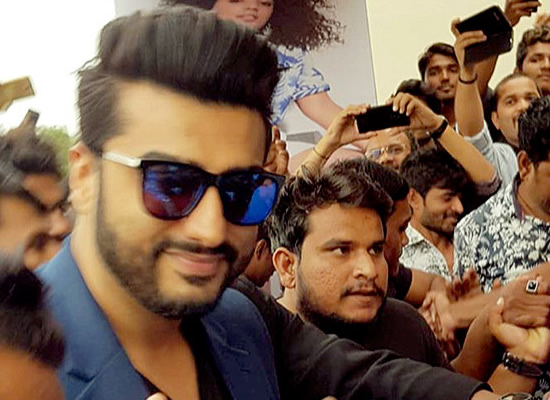 Arjun Kapoor opens up on paparazzi culture!