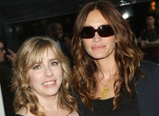 Julia Roberts thanks her sister for having a big heart!