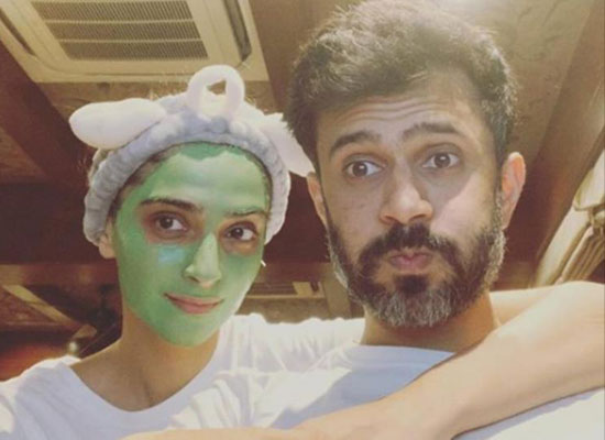 Sonam Kapoor flaunts her face mask in a snap with hubby Anand Ahuja!