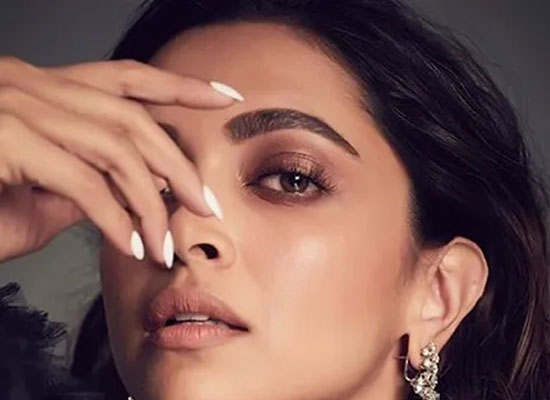 Deepika dedicates her first award of the year to Laxmi and every acid attack survivor!